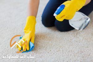 طريقة تنظيف الموكيت بالخل